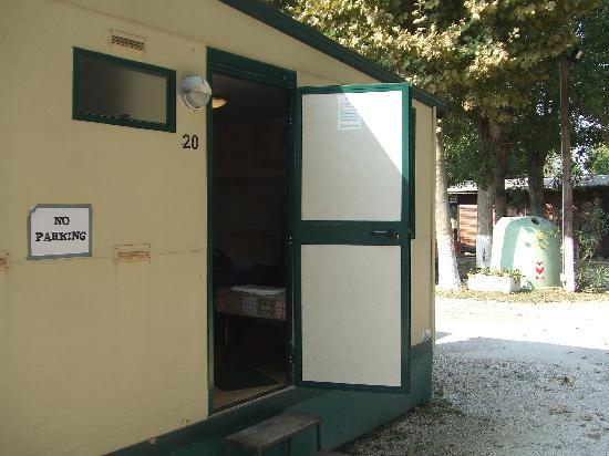 Alba D'Oro Camping: View Of The Cabin From Outside
