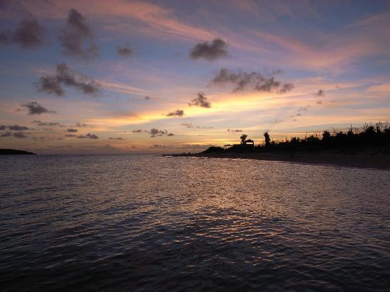 Yonaha Maehama Beach: ここでしか見れないサンセット