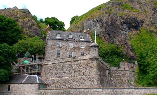 Hotels Near Dumbarton
