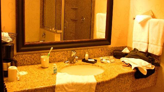 Grand Hotel At Bridgeport: bathroom