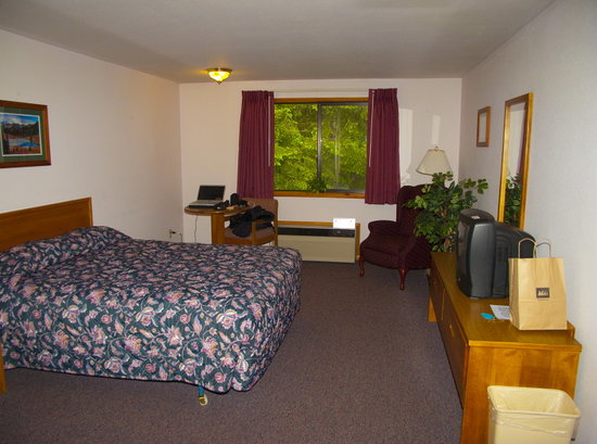 Nisqually Lodge Room #204