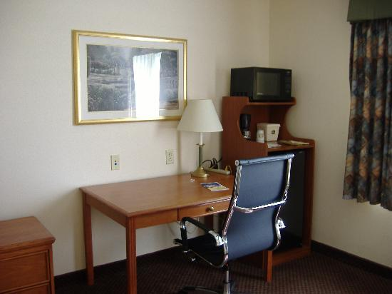 Best Western J. C. Inn: very nice work area