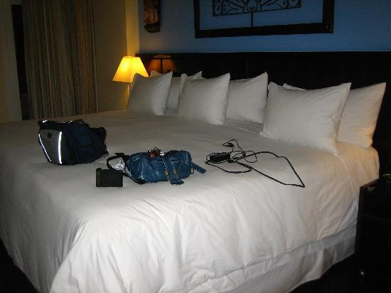 Hotel Casa do Amarelindo: The biggest, most comfy bed in the world