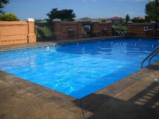 Hyatt Place Topeka: Pool area