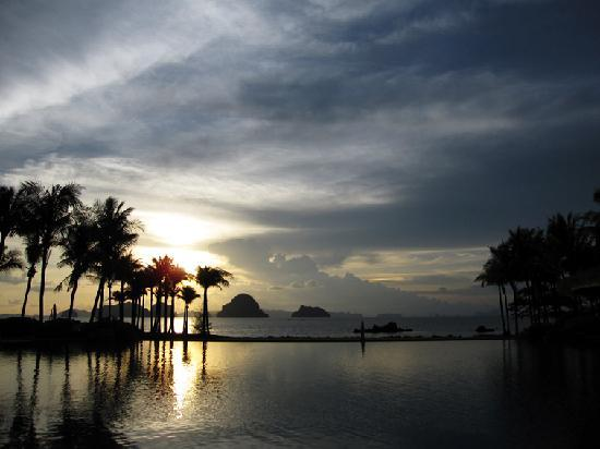 Phulay Bay, a Ritz-Carlton Reserve: amazing sunset