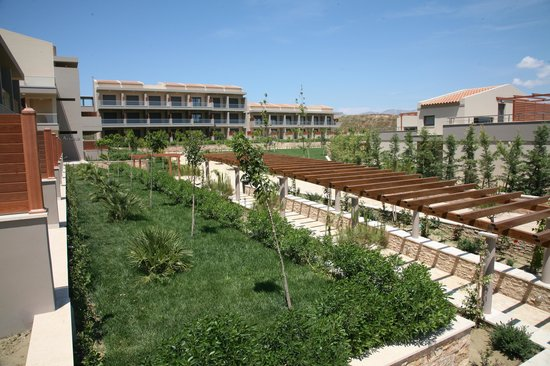Apollonion Resort & Spa Hotel: gardens