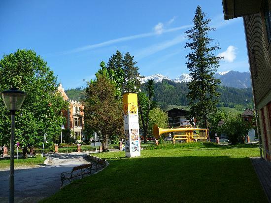 JUFA Hotel Schladming: Einfahrt zum Haus