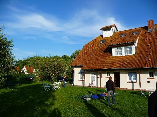 Hotel-Pension garni Schwalbenhof : Haus von der Grillecke aus