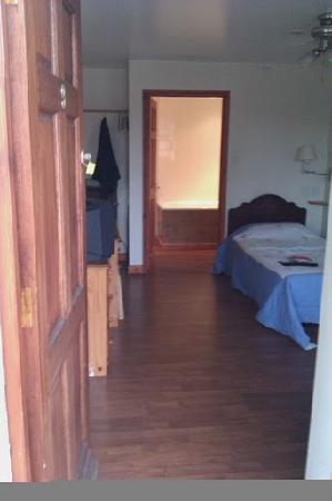 The Carpenters Arms Motel: room 9