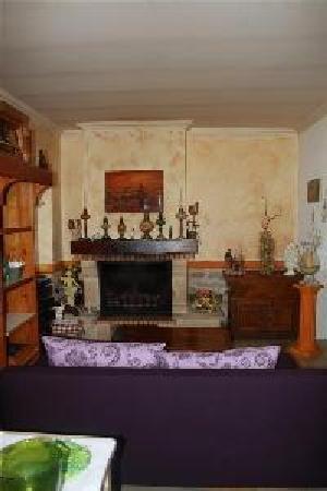A Casa di Chiara: detente pres de la cheminée