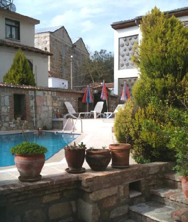 Hotel Akay: swimming in spring