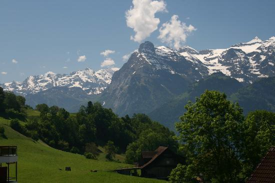 Morschach, Suiza: View from balcony
