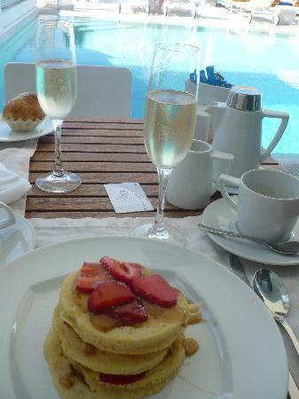 Grace Mykonos Hotel : Breakfast