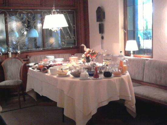 Hotel Krehl's Linde: Breakfast Table, Delicious!
