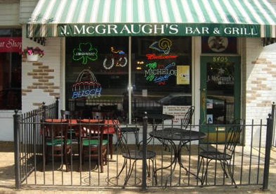 J McGraugh's Bar & Grill : It's a cozy spot - Don't blink or you'll pass it by!