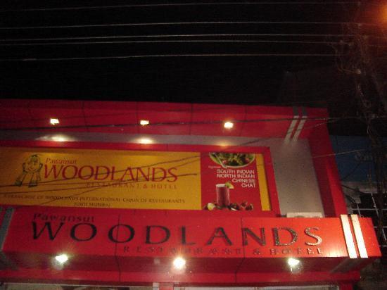 Pawansut Woodlands Hotel: Entrance