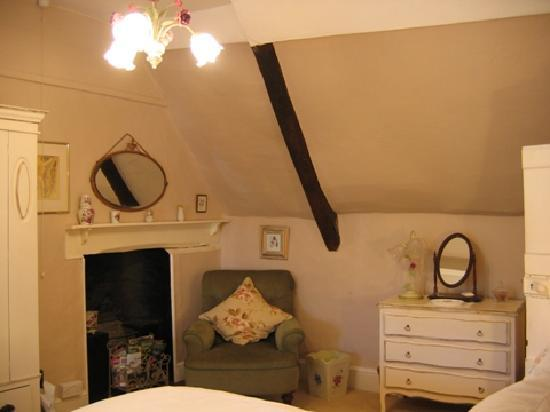 York Cottage: In an English Country Bedroom