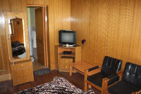 Hotel Dzojila: Another view of the room