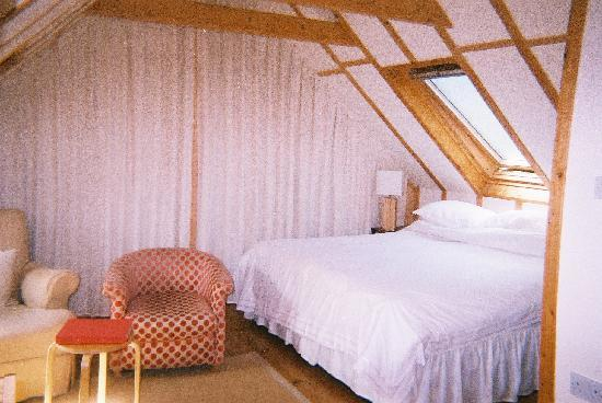 Kingfisher Retreat: Bedroom area in the Chauffeur's Lodge
