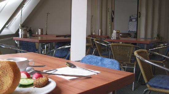 Kaiser Hotel: Breakfast room, great breakfast