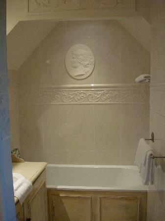 Hotel Villa Josephine : Bathtub