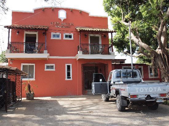 Hotel San Luis: Frontansicht