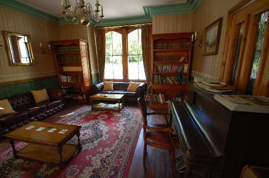 Buckley Arms Hotel: drawing room
