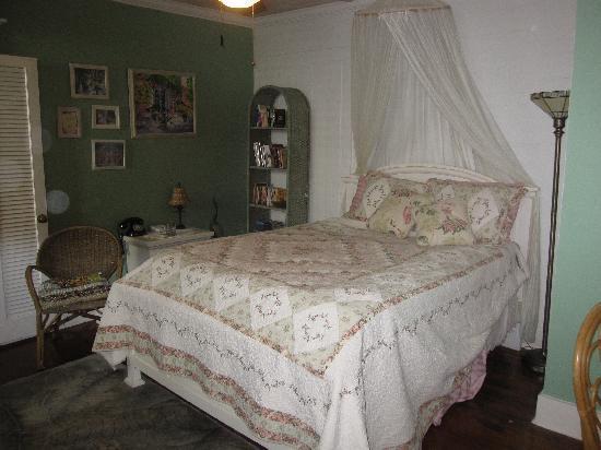 Mango Tree Inn: Poolside suite bedroom