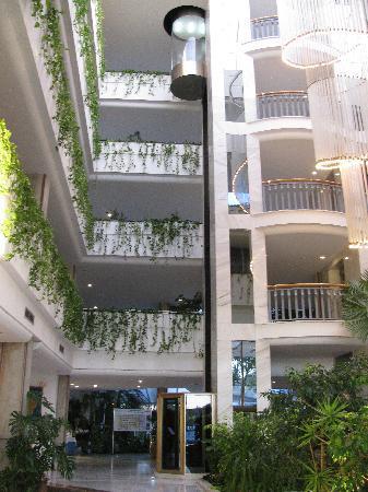 Rei Del Mediterrani: hall d entrée avec ses ascenseurs vitrés