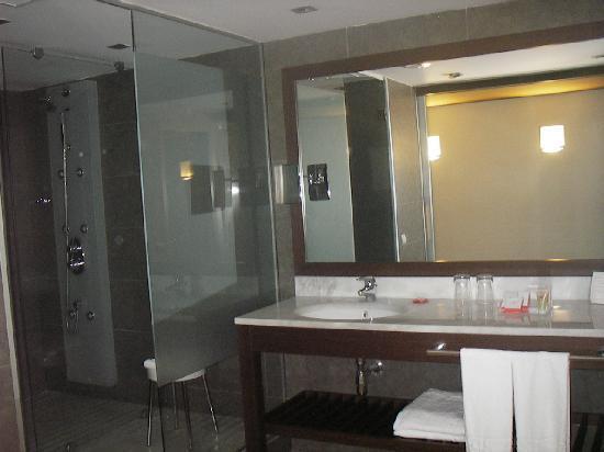 Magnolia Hotel: La grande salle de bain