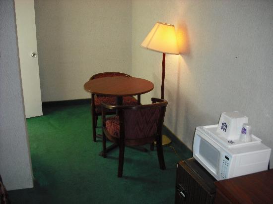 Western Inn Downtown: Desk/Chair