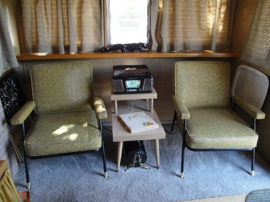 Shady Dell RV Park: Living Room with Record Player and B&W TV
