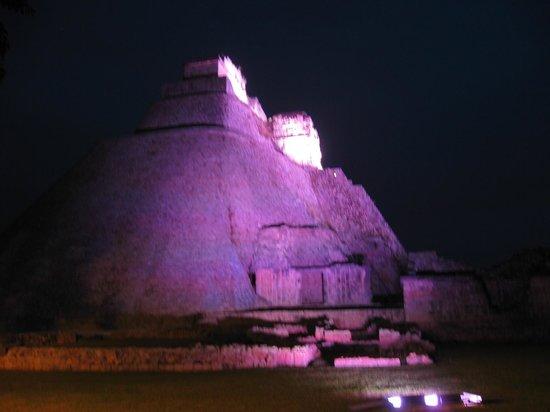Zona Arqueologica Uxmal: by night