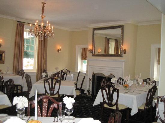The Smithfield Inn Bed and Breakfast, Restaurant and Tavern: dining room