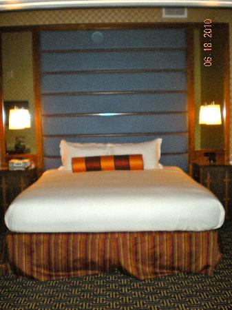Kimpton Hotel Monaco Baltimore Inner Harbor: King bed