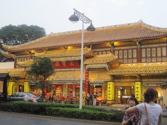 Чэнду, Китай: Architecture of shops on Qintai street