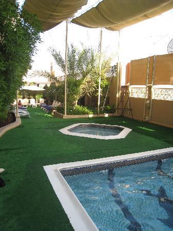 Arabian Courtyard Hotel & Spa: pool