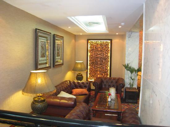 Arabian Courtyard Hotel & Spa: hallway