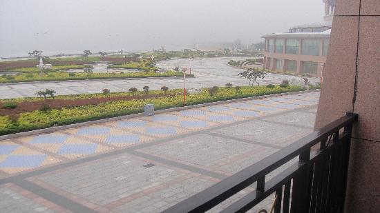 Chishan Hotel: Blick vom Hotelbalkon zur Promenade