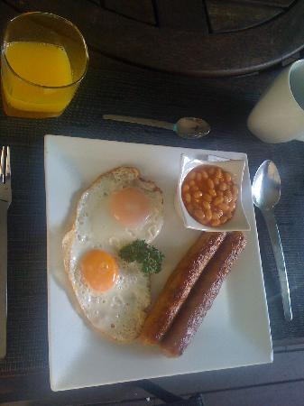 Cairns Reef 'n Rainforest B&B: delicious breakfast options varied daily
