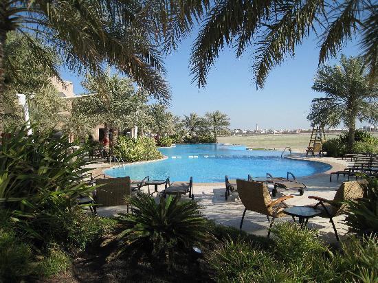 außenansicht garten mit pool - picture of movenpick hotel bahrain, Best garten ideen