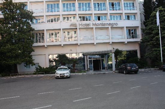 Hotel Montenegro Beach Resort : Inngangspartiet på hotellet