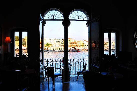 Casa Leone Boutique Hotel: Breakfast room window