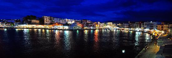 Casa Leone Boutique Hotel: View of Chania harbor from Casa Leone at night