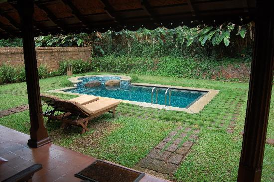 Evolve Back, Coorg: Private pool and jacuzzi in the villa