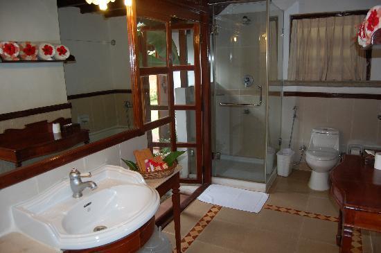 Evolve Back Luxury Resorts : The bath