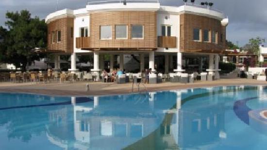 Club Med Bodrum Palmiye: Bar and Pool