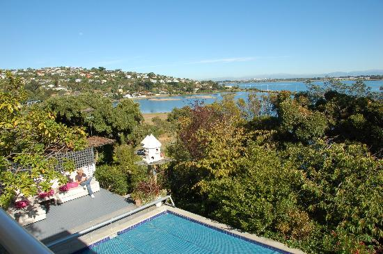 Coastal Cliffs Bed and Breakfast : View from the upperdeck to Christchurch