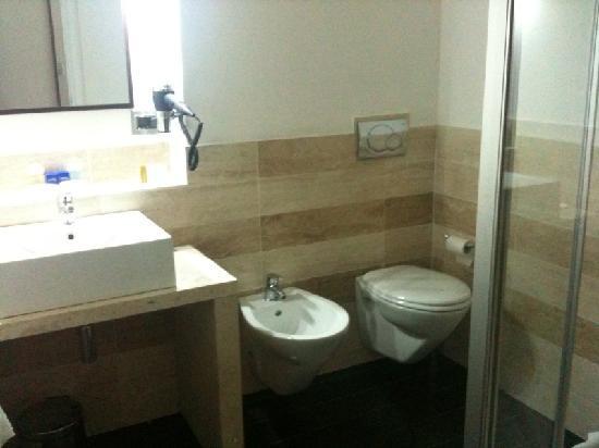 Sandalia Hotel : new bathroom