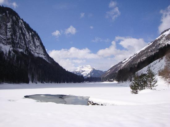 Chalet Clair Matin: The beautiful lake nearby...
